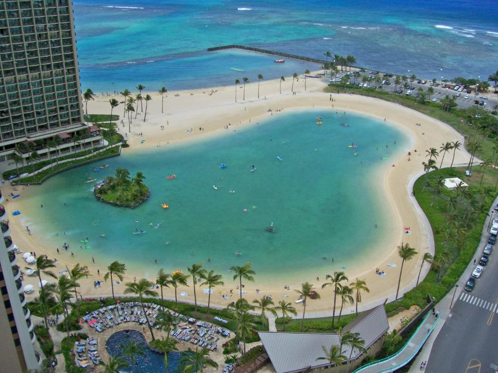 Book Now Ilikai Hotel & Luxury Suites (Honolulu, United States). Rooms Available for all budgets. TA-064-575-2832-01 Private lanais with views an on-site pool and the beach a 10-minute walk away make the non-smoking Ilikai Hotel & Luxury Suites one of the most popular hote