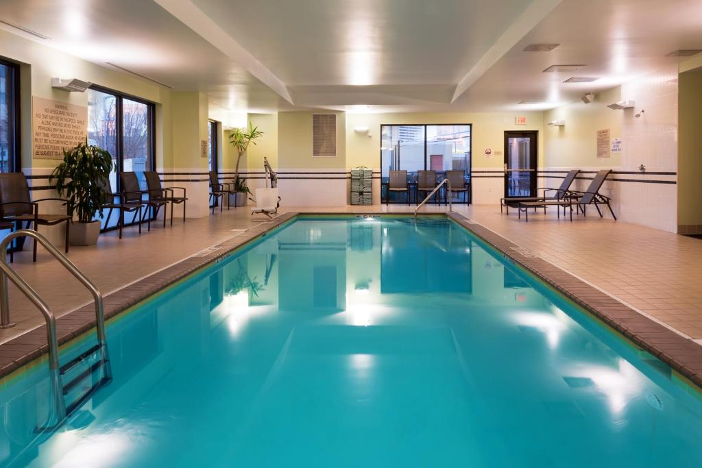 Hotel springhill suites by marriott louisville downtown in - University of louisville swimming pool ...