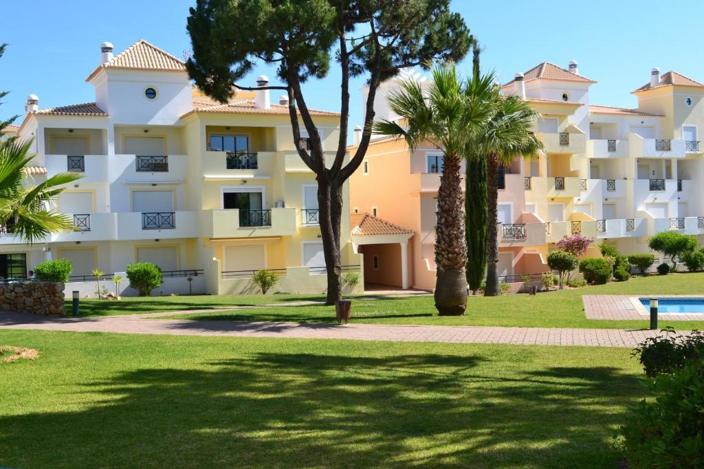 Best Price on Condominio Jardins Santa Eulalia by Garvetur in ...