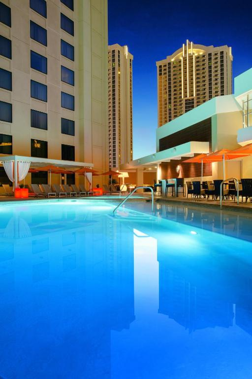 Book Now Marriott Vacation Club Grand Chateau 1 & 2 (Las Vegas, United States). Rooms Available for all budgets. Spacious luxury accommodations and complimentary valet parking are big draws for our guests at the upscale Marriott Grand Chateau. Enjoying a prime location along The Strip Ma