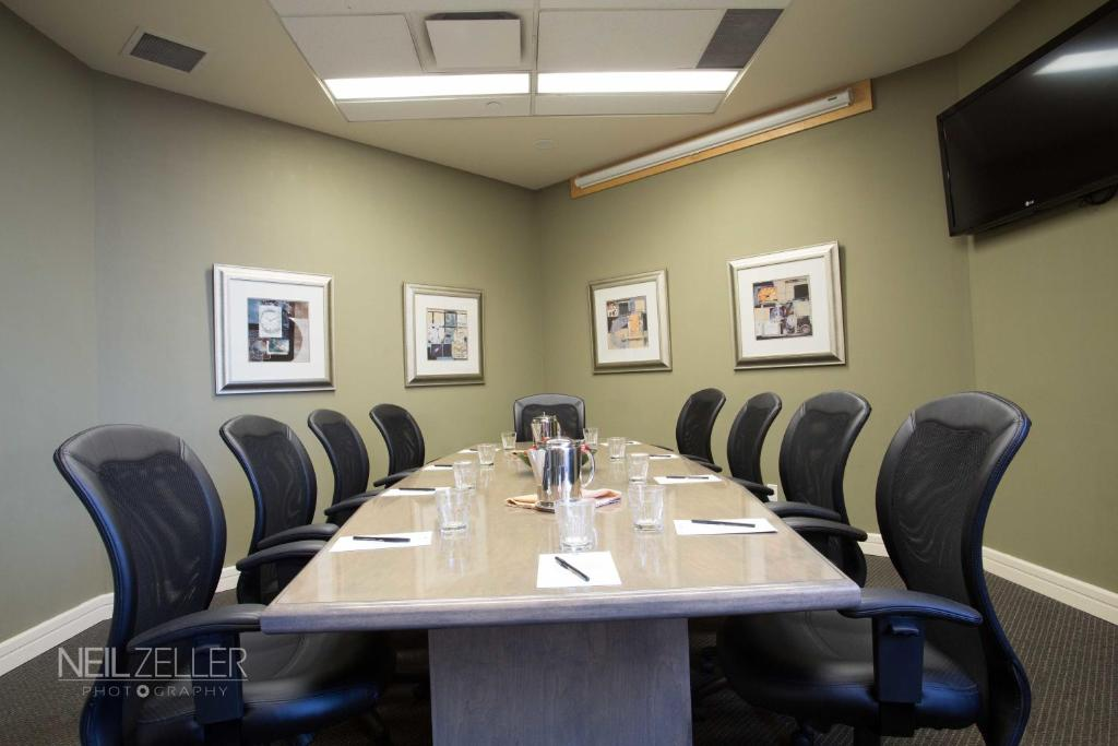 Book Now The Executive Royal Hotel Edmonton Airport (Leduc, Canada). Rooms Available for all budgets. Free airport shuttle service a restaurant and lounge and a hot tub and sauna are welcome features at The Executive Royal Hotel Edmonton Airport which is minutes from Edmonton
