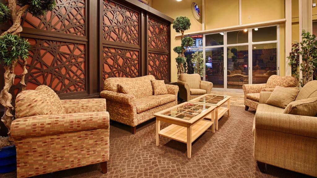 Book Now Best Western Fallsview (Niagara Falls, Canada). Rooms Available for all budgets. Our guests at the Best Western Fallsview get an indoor pool spacious rooms and a location in the heart of the entertainment district. Each of this six-story property's 243 roo