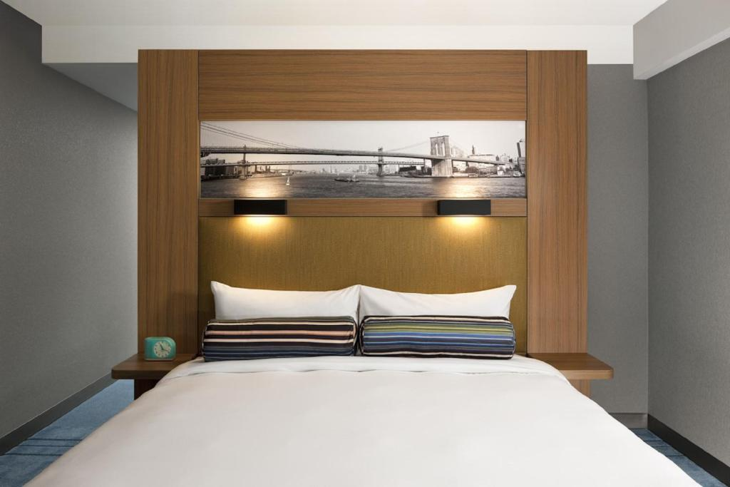 Book Now Aloft Brooklyn (Brooklyn, United States). Rooms Available for all budgets. Hi-tech amenities a rooftop deck and free Wi-Fi offer all you need to explore New York in style at Aloft Brooklyn. All 176 rooms at this ultra-modern non-smoking property on 2