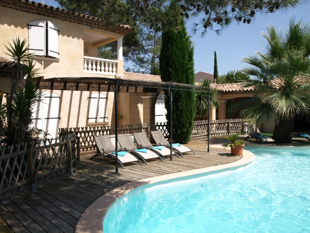 Piscine A Debordement Sur La Cote D Azur Frejus Offres Speciales