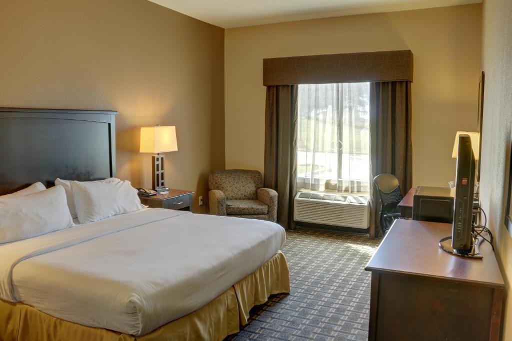 Book Now Holiday Inn Express Hotel & Suites Texarkana (Texarkana, United States). Rooms Available for all budgets. Our guests can look forward to a hot buffet breakfast free Wi-Fi a business center and an indoor pool at Holiday Inn Express Hotel & Suites Texarkana. The 88 non-smoking rooms