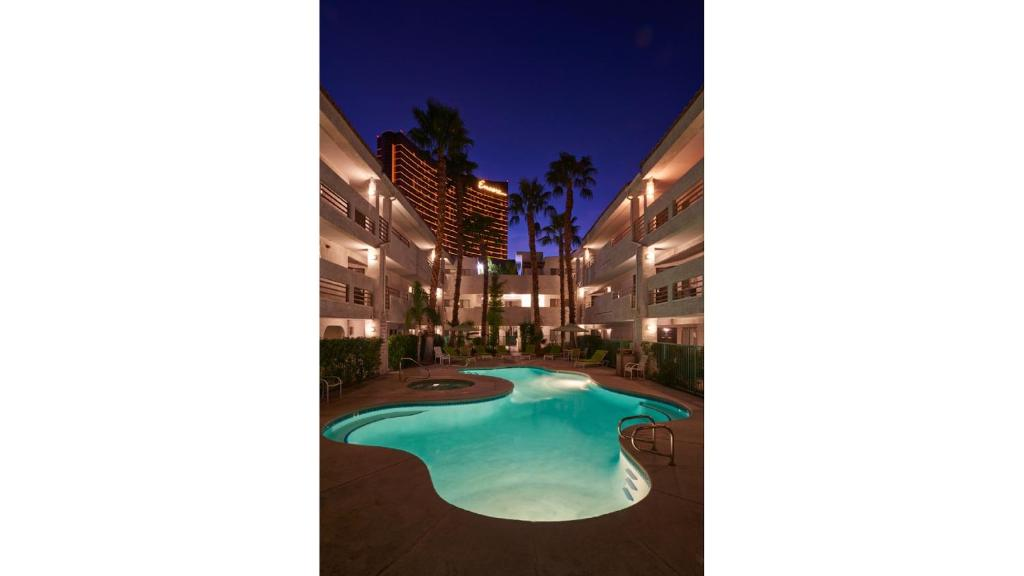 Book Now The Rita Suites (Las Vegas, United States). Rooms Available for all budgets. The Las Vegas Strip and Las Vegas Convention Center Monorail Station are within a half mile of this hotel. It boasts an outdoor pool and hot tub spacious accommodation with ki