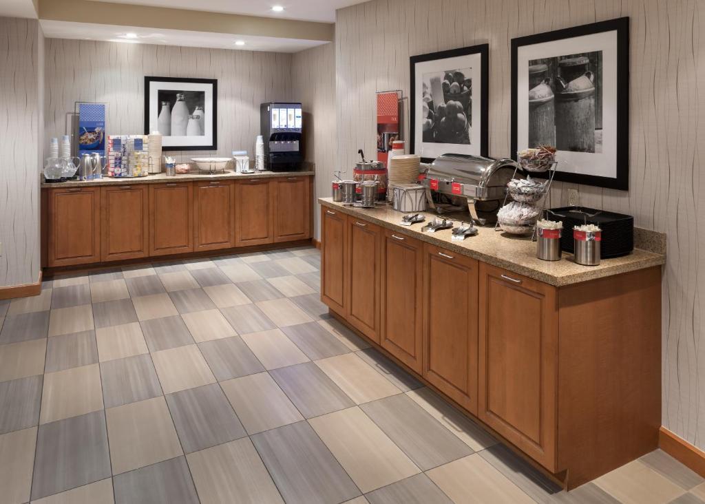 Hampton Inn  U0026 Suites St  Louis At Forest Park Mo In Saint Louis Missouri
