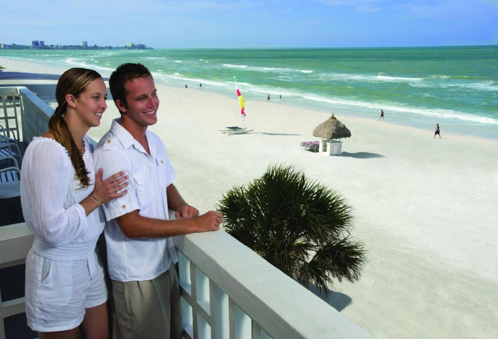 Book Now Sandcastle Resort At Lido Beach (Sarasota, United States). Rooms Available for all budgets. Multiple pools a private beach and on-site volleyball keep the sun shining on our guests at the Sandcastle Resort at Lido Beach. Free Wi-Fi cable TV mini-fridges and coffeemak