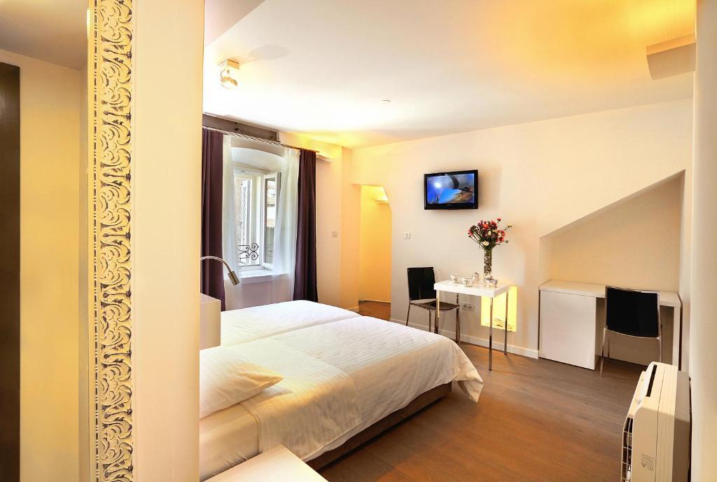 La porta luxury rooms hrvojeva 6 split for Split room