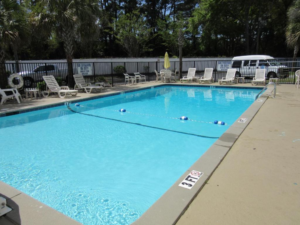 Book Now Charleston Grand Hotel (North Charleston, United States). Rooms Available for all budgets. Centrally located in Charleston South Carolina this hotel offers contemporary amenities and spacious accommodations just minutes from Charleston International Airport shopping