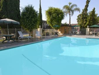 Book Now Super 8 Costa Mesa/Newport Beach Area (Costa Mesa, United States). Rooms Available for all budgets. The Super 8 Costa Mesa/Newport Beach Area just down the road from the region's most popular beaches welcomes our guests with complimentary breakfast free evening refreshments