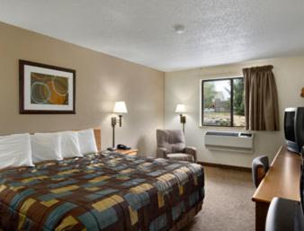 Book Now Super 8 Lewisburg (Lewisburg, United States). Rooms Available for all budgets. Offering free breakfast and convenient access to I-64 the Super 8 Lewisburg appeals to our's budget-minded guests. The two-story Super 8 was renovated in 2010. All 54 rooms ha