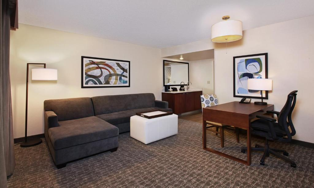 Book Now Embassy Stes Hotel Anaheim-North Located Near Disneyland Pk (Anaheim, United States). Rooms Available for all budgets. Cooked-to-order breakfasts start the day right at the Embassy Suites Hotel Anaheim-North and they're on the house as are other money-saving extras like parking. The seven-stor