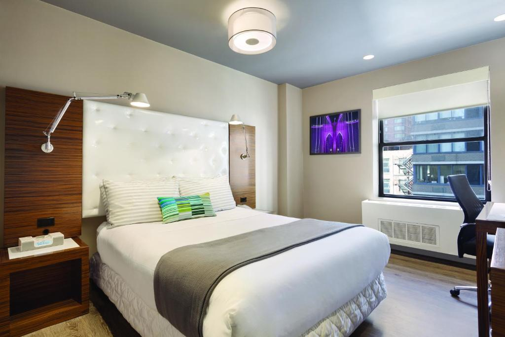 Book Now The Gallivant Times Square (New York City, United States). Rooms Available for all budgets. In-room iPod docks and 24-hour amenities lead the way to the non-smoking Gallivant Times Square and its stellar theater-ready location. The 16-story Gallivant furnishes 336 no