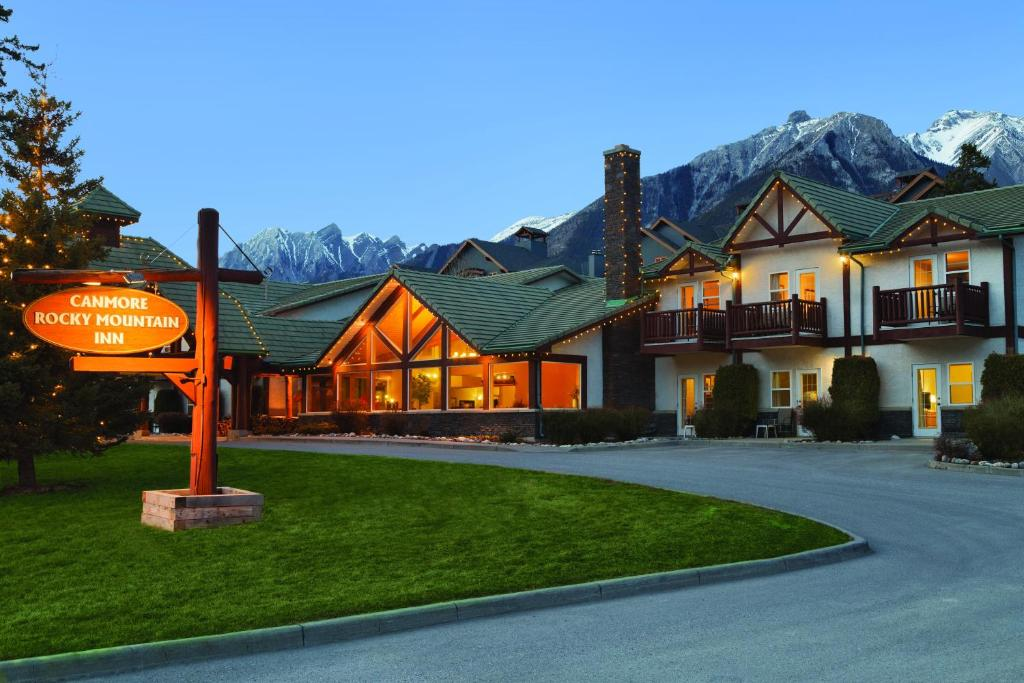 Book Now Canmore Rocky Mountain Inn (Canmore, Canada). Rooms Available for all budgets. Located off Highway 1 this hotel is in central Canmore and offers a deluxe continental breakfast. Guest rooms offer air-conditioning and free WiFi. Canmore city centre is only