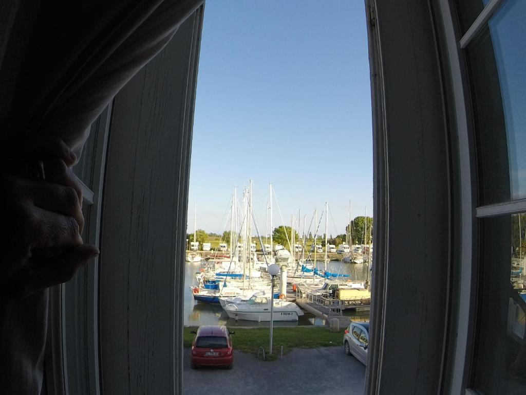 Caline Room with Port View - Skats Chambres d'Hotes La Rive