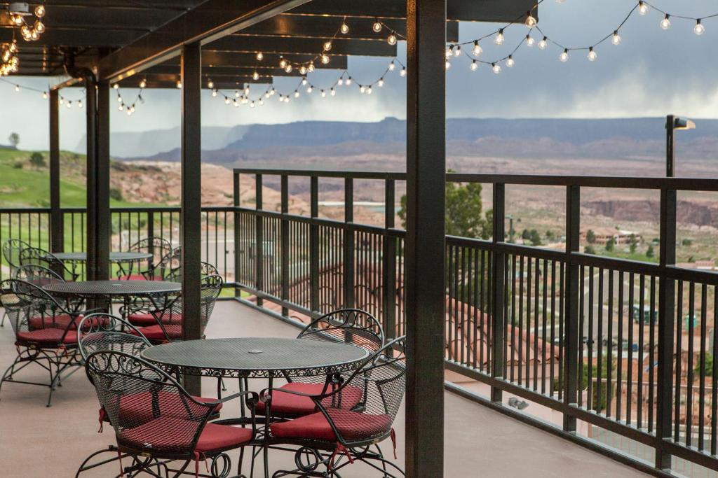 Book Now Best Western View Of Lake Powell Hotel (Page, United States). Rooms Available for all budgets. Offering unobstructed enchanting views of Lake Powell and Glen Canyon Dam plus free high-speed internet access breakfast and parking the non-smoking Best Western Arizona View