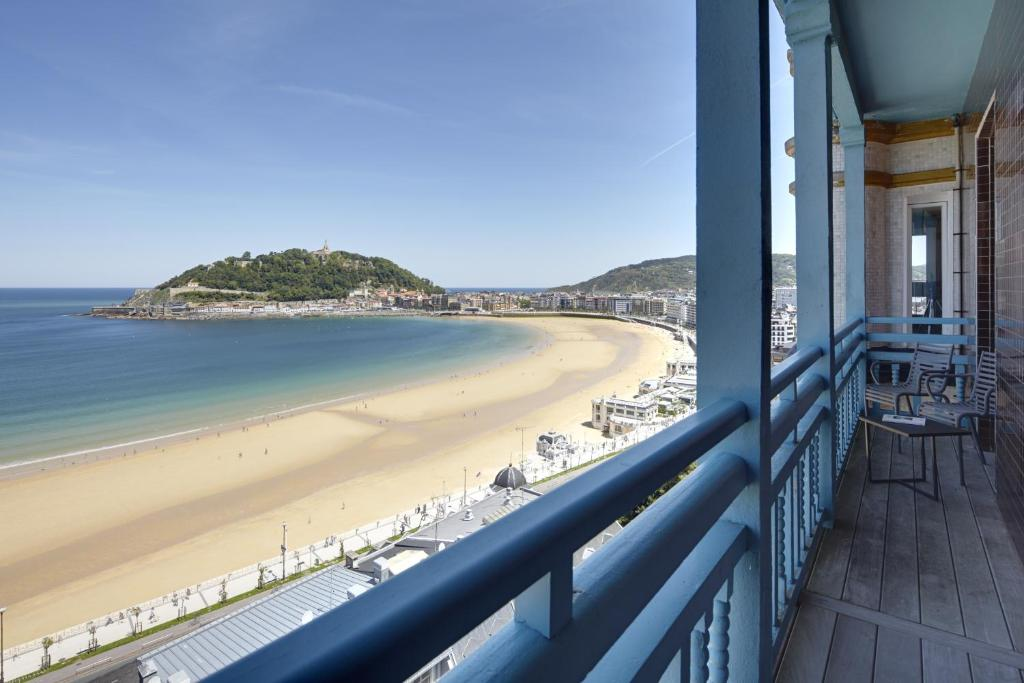 Playa de La Concha 2 Apartment by FeelFree Rentals