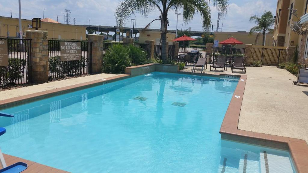 Book Now Best Western Plus Seabrook Suites (Seabrook, United States). Rooms Available for all budgets. An all-suites hotel featuring contemporary rooms with free high-speed internet and breakfast the Best Western Plus Seabrook Suites satisfies our guests with attractive perks l