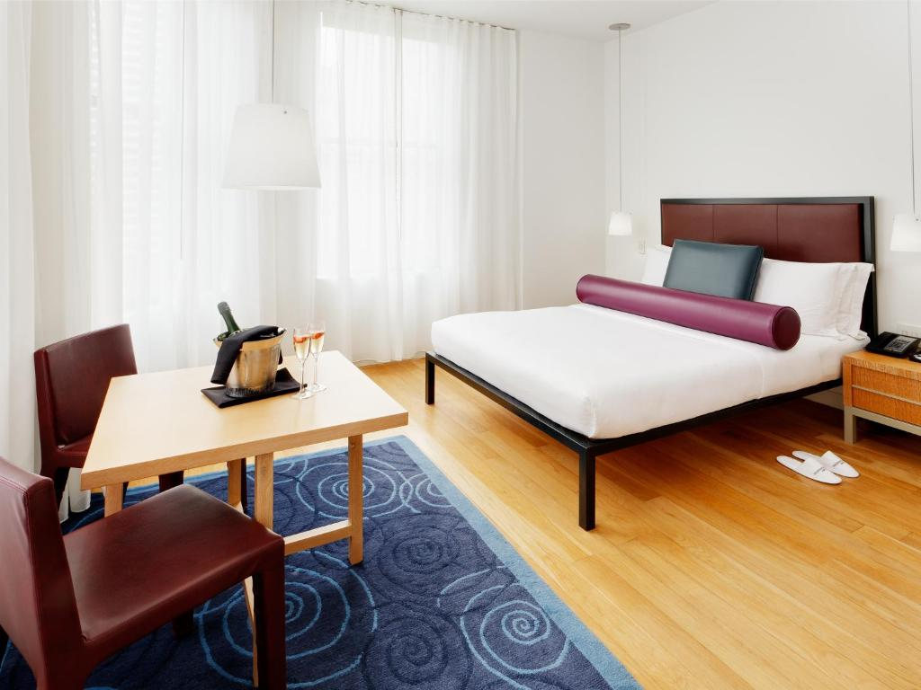 Book Now Bryant Park Hotel (New York City, United States). Rooms Available for all budgets. Luxurious accommodations a destination on-site restaurant and lounge free Wi-Fi and a prime Midtown location make our guests' eyes glitter at the non-smoking Bryant Park Hotel