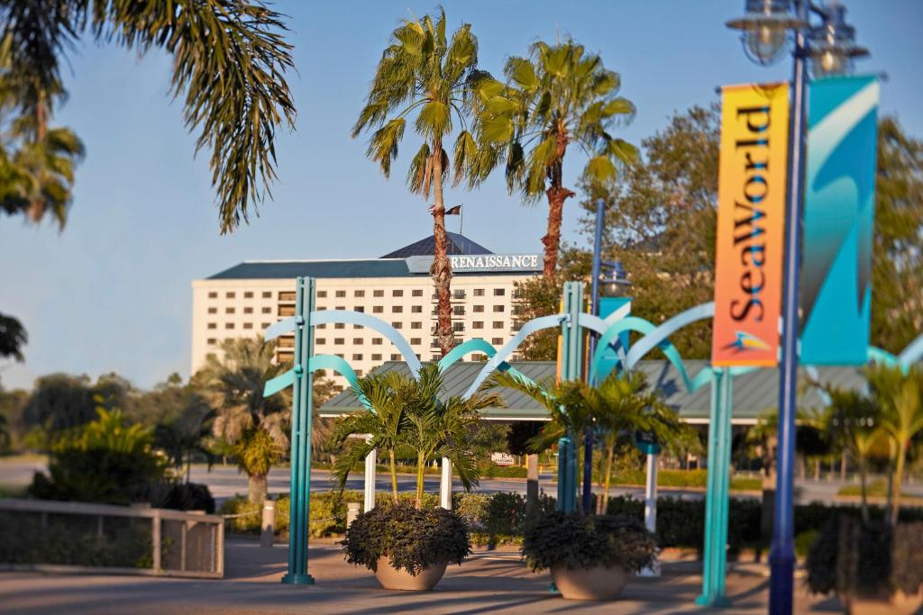 Book Now Renaissance Orlando at SeaWorld (Orlando, United States). Rooms Available for all budgets. The non-smoking Renaissance Orlando at SeaWorld puts our guests across from SeaWorld with a resort-style pool and newly updated upscale rooms. The hotel's 716 ultra-spacious r