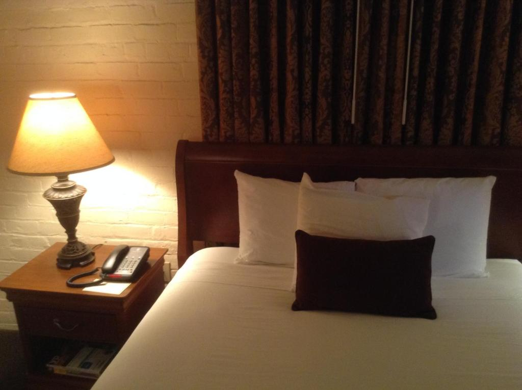 Book Now Le Richelieu in the French Quarter (New Orleans, United States). Rooms Available for all budgets. Located in the center of the French Quarter this boutique hotel is 580 metres from Jackson Square. This cozy hotel features an outdoor saltwater pool and rooms with free WiFi.