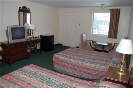 Book Now Villa South Motor Inn (Sandersville, United States). Rooms Available for all budgets. Located in Sandersville Georgia this hotel is 1 mile from the Old Jail Museum. An outdoor pool a gym and spacious rooms with free Wi-Fi and a 27-inch flat-screen cable TV are