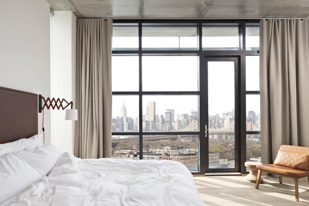 Book Now Boro Hotel (Queens, United States). Rooms Available for all budgets. Offering a private lobby terrace Boro Hotel is located in Long Island City. Free WiFi access is available throughout the property. MoMA PS1 is 1.7 km and the USTA Billie Jean