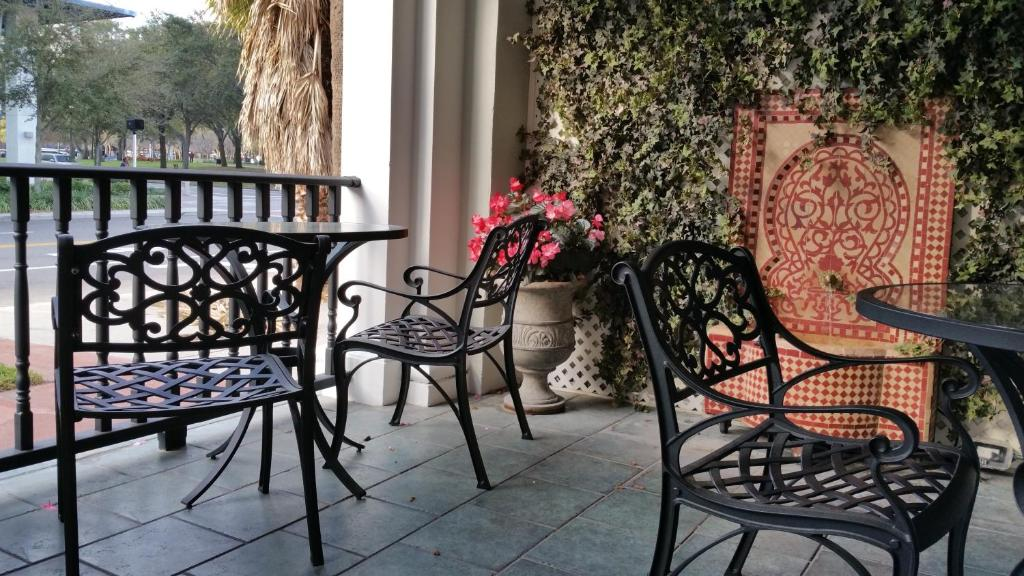 Book Now Cordova Inn - Saint Petersburg (St Petersburg, United States). Rooms Available for all budgets. The outdoor terrace free breakfast and downtown setting take the stage at the historic Cordova Inn - Saint Petersburg. Originally built in 1921 the three-story Cordova Inn - S