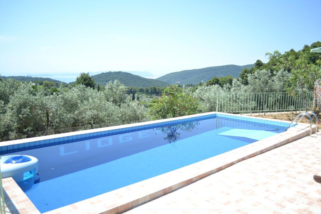 Swimming pool Villa Liogerma
