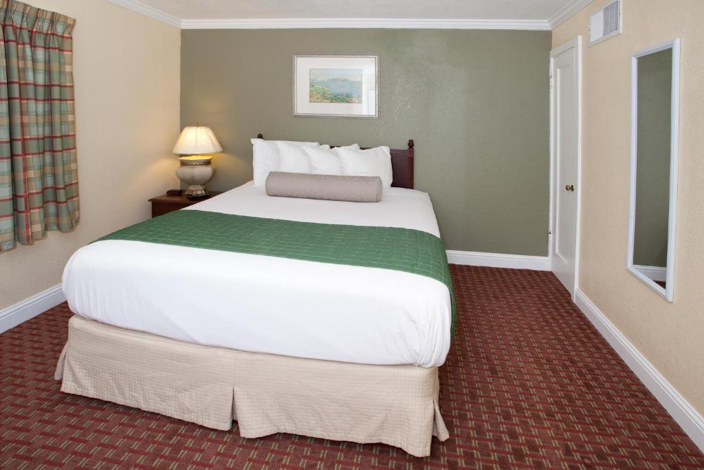 Book Now Traveler's Inn (Williams, United States). Rooms Available for all budgets. Located off Interstate 5 this motel offers rooms with free Wi-Fi. It features an outdoor pool and is within 1 mile of the Sacramento Valley Museum. It serves a daily c