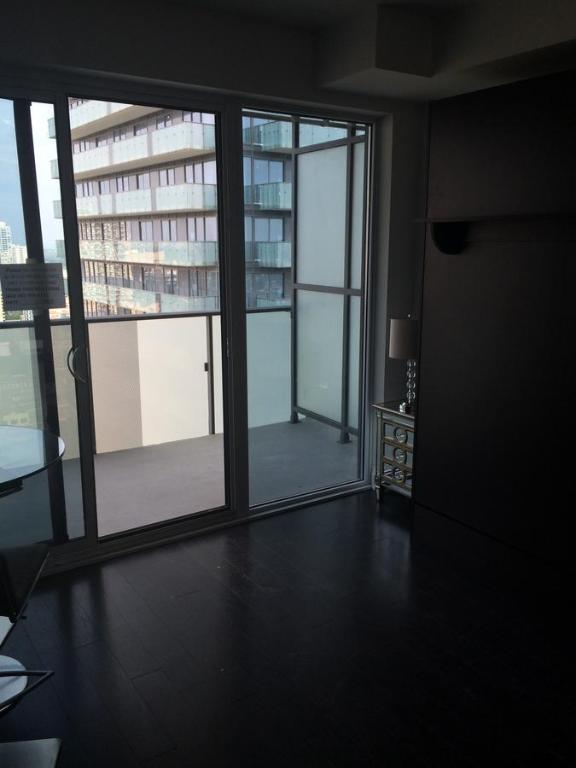 Studio Apartment Downtown Toronto