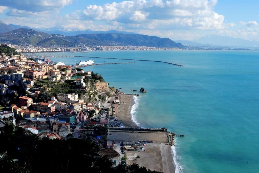 Book Now La Isla Resort (Pontecagnano, Italy). Rooms Available for all budgets. La Isla Resort faces the Gulf of Salerno and is just 5 km from Salerno Airport. It offers an outdoor pool an on-site restaurant and access to a private beach.Rooms at the Reso
