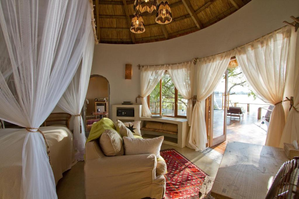 Twin Room with River View Tongabezi