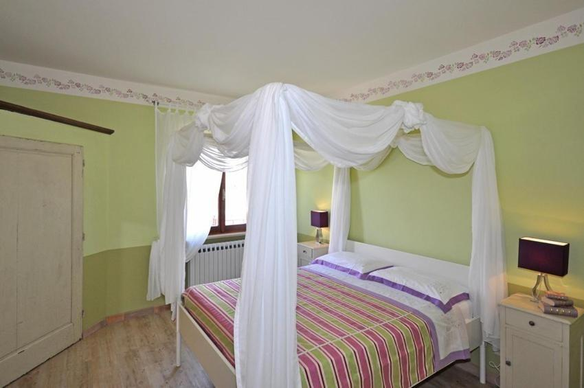 Four-Bedroom Country house  - Gastenkamer Villa Cassia