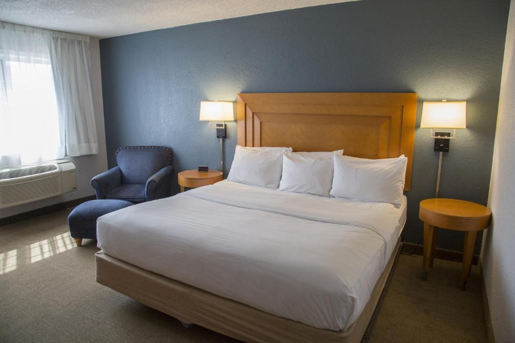 Book Now Harbor Town Inn (Manitowoc, United States). Rooms Available for all budgets. Serving a daily continental breakfast this Manitowoc Wisconsin hotel is 7 minutes' drive from the city centre. Free WiFi access is available in every guest room.A flat-screen