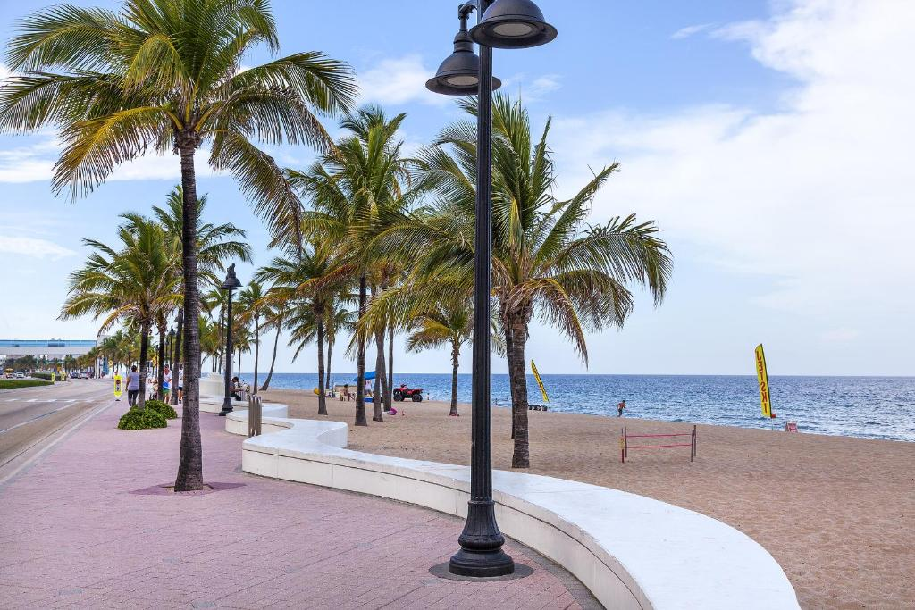 Book Now Ocean Beach Palace (Fort Lauderdale, United States). Rooms Available for all budgets. Walk to the beach on Fort Lauderdale's oceanfront from the Ocean Beach Palace which boasts an outdoor pool and free Wi-Fi. The three-story Ocean Beach Palace houses 45 rooms a