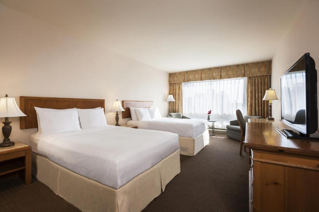 Book Now Gouverneur Hotel Montreal (Montreal, Canada). Rooms Available for all budgets. With a show-stopping location free Wi-Fi and indoor swimming guests relish the good life at the Gouverneur Hotel Montreal. All 352 non-smoking rooms at the towering 30-story p