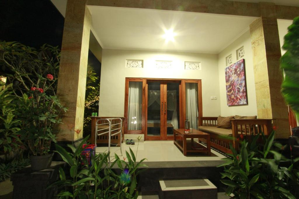 Deluxe Double Room Suryadina Guest House