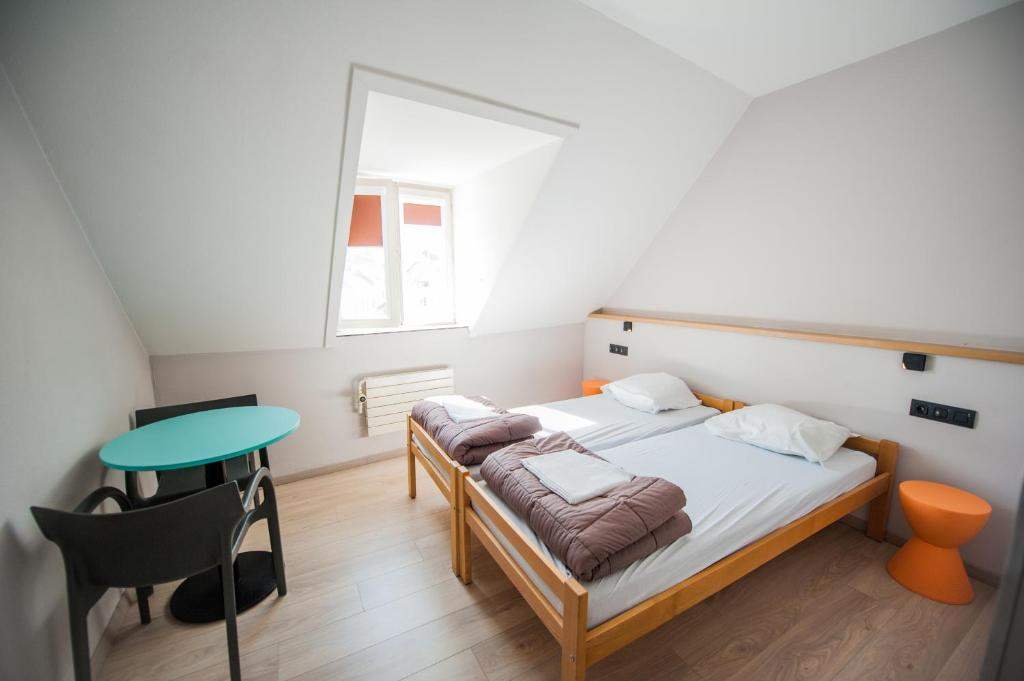 Twin Room Jacques Brel Youth Hostel