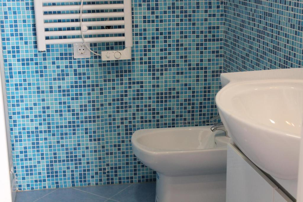 Bathroom ShortStayFlat - Your relaxing and cozy Lisbon Apt.