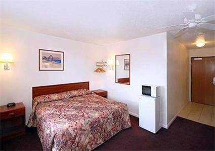Book Now Rodeway Inn Salina (Salina, United States). Rooms Available for all budgets. An indoor pool with a hot tub free breakfast and quick access to the interstate are among the perks at the pet-friendly Rodeway Inn Salina. This two-story hotel offers 40 room