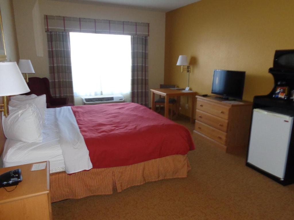 Cama Country Inn & Suites by Radisson, Forest Lake, MN