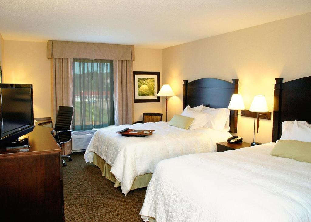 Book Now Hampton Inn & Suites Moncton (Moncton, Canada). Rooms Available for all budgets. With perks such as free high-speed internet access complimentary breakfast and an indoor pool with a water slide the Hampton Inn & Suites in Moncton is a popular choice. The s