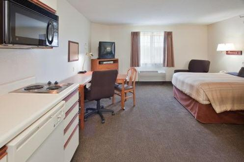 Book Now Candlewood Suites Newport News Yorktown (Yorktown, United States). Rooms Available for all budgets. A lakefront location distinguishes the Candlewood Suites Newport News Yorktown which boasts spacious suites with their own kitchens and freebies like Wi-Fi access and private