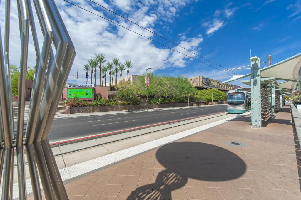 Book Now Hampton Inn Phoenix-Airport North (Phoenix, United States). Rooms Available for all budgets. A heated outdoor pool and hot tub free hot breakfast and convenient access to the downtown light rail heighten the value factor at the non-smoking Hampton Inn Phoenix-Airport