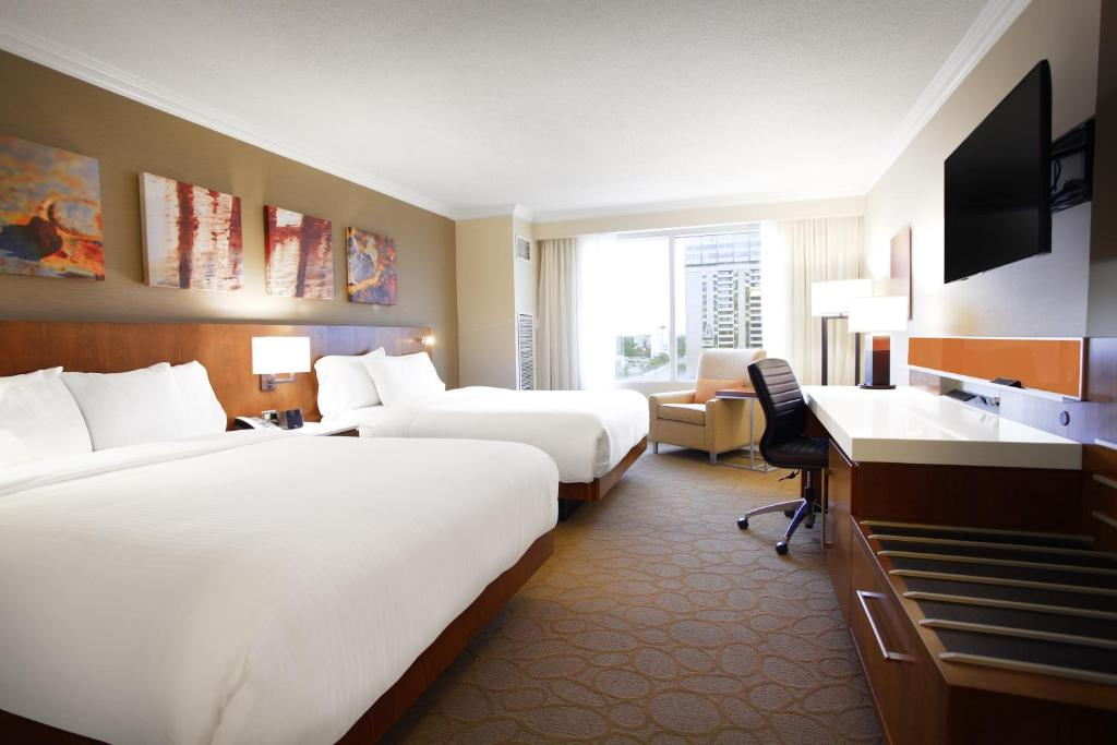 Book Now Delta Hotels by Marriott London Armouries (London, Canada). Rooms Available for all budgets. On-site dining an indoor pool and free Wi-Fi in luxury rooms make the downtown Delta London Armouries Hotel a memorable destination. Incorporating the 1905 Canadian military t