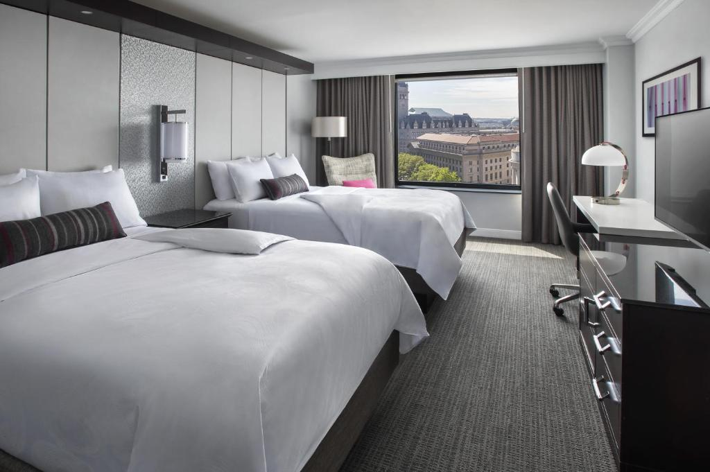 Book Now JW Marriott Washington DC (Washington, United States). Rooms Available for all budgets. The JW Marriott Washington DC claims the White House as a neighbor and is popular among our guests for its expansive public areas and modern vibe. Rising 15 floors above Freed