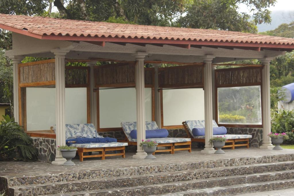 Kolam renang Crater Valley Boutique Hotel