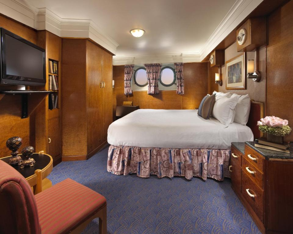 Book Now Queen Mary Hotel (Long Beach, United States). Rooms Available for all budgets. Guests stay on a historic ship right on the water with a full-service spa and multiple on-site eateries and shops at the non-smoking Queen Mary Hotel one of our's most popular